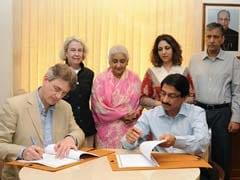 India, Metropolitan Museum Sign Agreement To Extend Fellowship Programme