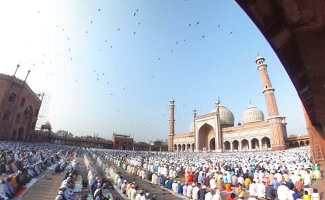 Eid 2019 Date: ईद-उल-फितर 2019 कब होगी? चांद देखकर ही क्यों मनाते हैं ईद, क्या है दोनों के बीच का संबंध...