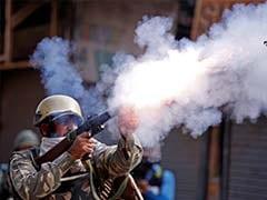 कश्मीर में शोपियां जिले के पास सुरक्षाबलों और प्रदर्शनकारियों के बीच झड़प
