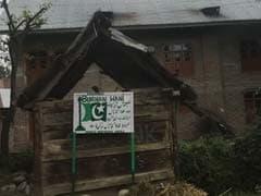 कश्मीर के कुलगाम में आतंकियों के हौसले बुलंद, नेताओं के घरों से लूट रहे हथियार