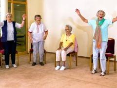 जानें बुजुर्गों की सेहत के लिए हंसना कैसे है फायदेमंद