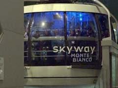 सबसे ऊंचे यूरोपीय पहाड़ पर केबल ट्रॉली में फंसे दर्जनों यात्री, हेलीकॉप्टरों से पहुंचाए गए कंबल