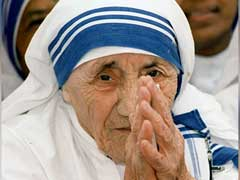 Mamata Banerjee Pays Tribute to Mother Teresa On Her Birth Anniversary