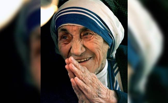 संत टेरेसा ने 'गरीबी का अपराध' करने वाले विश्व नेताओं को शर्म से झुका दिया : पोप फ्रांसिस