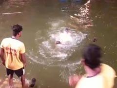 कल्याण में गणेश विसर्जन के दौरान पुलिस सब इंस्पेक्टर को डुबाकर मारने की कोशिश