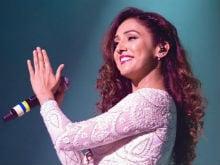 गायिका नीति मोहन ने कहा वह रिलेशनशिप की चुनौतियों को समझती हैं