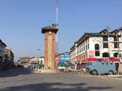 हिजबुल कमांडर सब्जार भट के मुठभेड़ में मारे जाने के बाद तनाव के बीच कश्मीर घाटी में कर्फ्यू