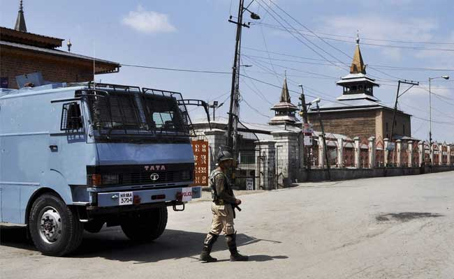 1 Killed In Srinagar In Clashes Between Protesters And Security Forces