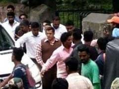 PICS: सामने आई 'ट्यूबलाइट' की शूटिंग की तस्वीरें, साधारण लुक में नजर आ रहे हैं सलमान खान