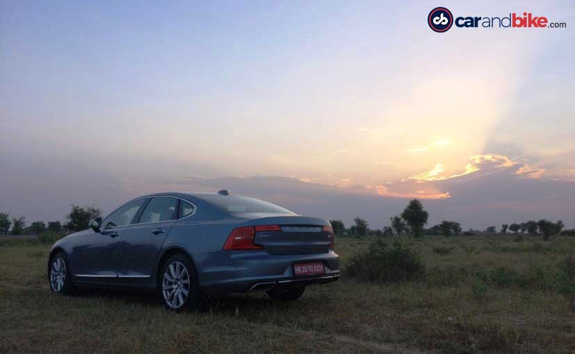 2016 Volvo S90 Rear Profile