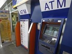 बैंकों ने भीड़ संभालने को काम के घंटे बढ़ाए, एटीएम शुल्क हटाया
