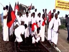 कावेरी विवाद : समूचे तमिलनाडु में विपक्षी दलों ने किया 'रेल रोको' प्रदर्शन