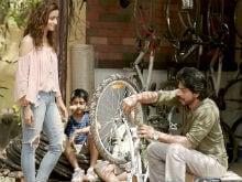 'डियर ज़िंदगी' टेक 2 में आलिया भट्ट के जोक्स 'रिसाइकल' करते दिख रहे शाहरुख खान
