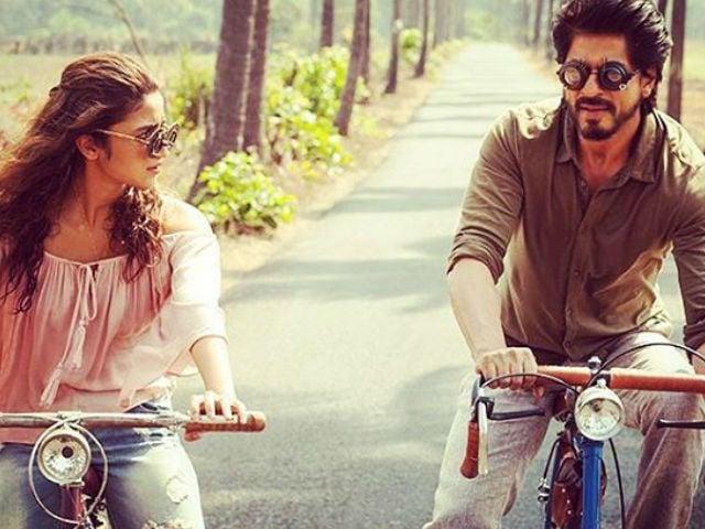 Viral: Shah Rukh Khan Recycles Alia Bhatt's Jokes In Dear Zindagi Take 2