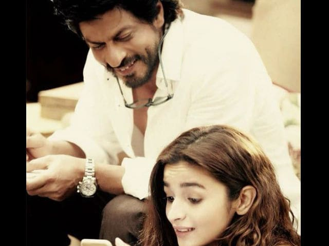 Dear Zindagi First Look: Shah Rukh Khan, Alia Bhatt Drive Your Blues Away