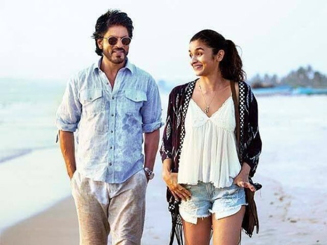 Dear Zindagi Take 1: Shah Rukh Khan, Alia Bhatt Play Kabaddi vs the Sea