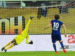 ISL 2016: Diego Forlan Penalty Hands Mumbai City Victory vs NorthEast United
