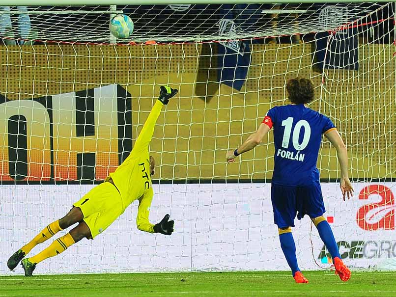 ISL 2016: Diego Forlan Penalty Hands Mumbai City Victory vs NorthEast United