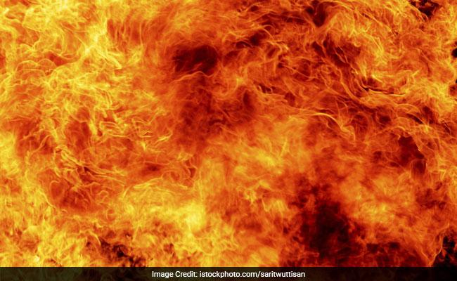 बुशेहर प्रांत में राग सेफिड तेल क्षेत्र में आग लगी, 4 की मौत