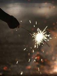 प्रदूषण केवल पटाखों से नहीं अन्य चीजों से भी होता है, इसलिए पाबंदी ठीक नहीं- मुस्लिम धर्मगुरु