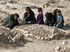 Iraqis Bury Their Dead In Cemetery Destroyed By ISIS