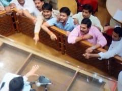 जयपुर नगर निगम की बैठक में हंगामा, मुद्दों पर चर्चा के बजाय जूते-चप्पल फेंके गए
