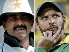 पाकिस्तानी क्रिकेटर जावेद मियांदाद और शाहिद अफरीदी के बीच तूतू-मैंमैं
