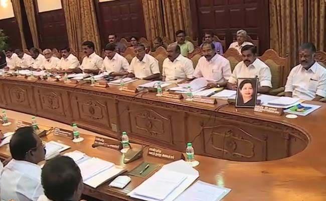 जयललिता की तस्वीर सामने रखकर पनीरसेल्वम ने की कैबिनेट बैठक, सीएम की कुर्सी रही खाली