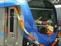 लखनऊ मेट्रो पटरी पर : अखिलेश यादव और मुलायम सिंह ने दिखाई हरी झंडी
