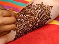 Karwa Chauth 2017: हाथों की बढ़ानी है शोभा तो इन टिप्स से रचाएं मेहंदी