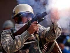 कश्मीर हिंसा : घर के दरवाजे पर खड़े 12 साल के बच्चे की पैलेट फायरिंग में मौत, श्रीनगर में लगा कर्फ्यू