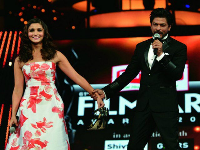 Shah Rukh Khan And Alia Bhatt Sipped Koffee With Karan. Seen This Pic Yet?