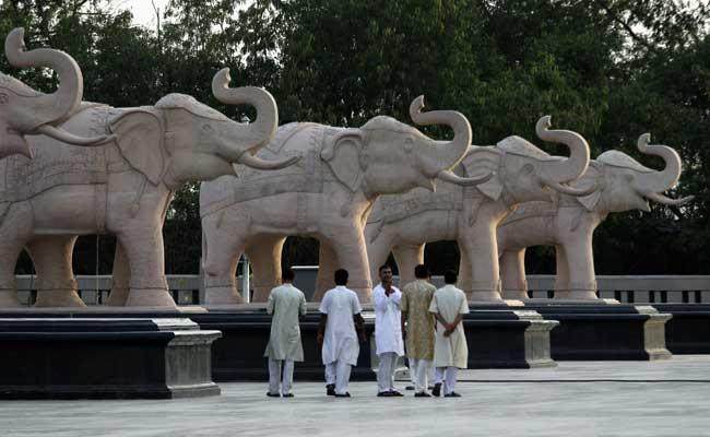 यूपी चुनाव 2017 : इस बार विधानसभा चुनाव में नहीं ढकी जाएंगी हाथी की मूर्तियां