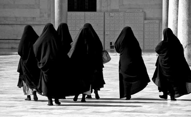 मुस्लिम महिलाओं ने हनुमान मंदिर में की पूजा, कहा-तीन तलाक से मुक्ति दिलाएं भगवान