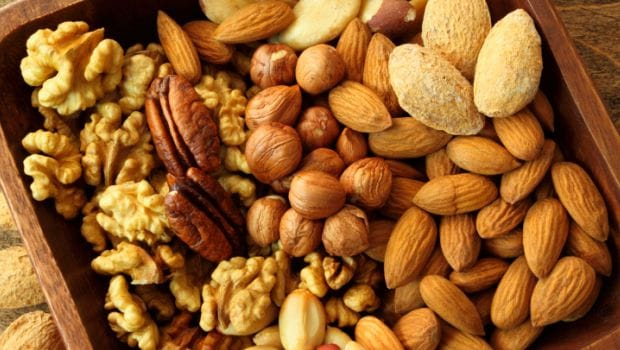 What is the Best Time to Consume Nuts? We Find Out!
