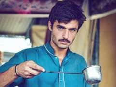 नीली आंखों वाले इस 'दिलकश' पाकिस्तानी 'चाय वाले' को अब मिला मॉडलिंग का काम