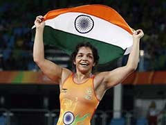 Sakshi Malik, Vinesh Phogat Book Berths For World Wrestling Championship