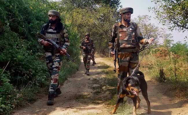 कश्मीर : सेना ने तंगधार सेक्टर में घुसपैठ की कोशिश नाकाम की, एक जवान शहीद, एक अन्य घायल