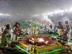 जयललिता के लिए हुआ बड़ा 'यज्ञ', 200 पुजारी, 3,000 'भक्त', और मुफ्त बंटी साड़ियां