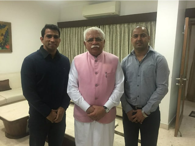 Akhil Kumar, Jitender Kumar Meet Haryana CM; Seek Permission to Turn Pro