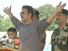 Akshay Kumar Meets BSF Soldiers, Pays Tribute to Country's 'Real Heroes'