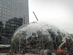 Amazon Worker Jumps Off Company Building After E-Mail Note
