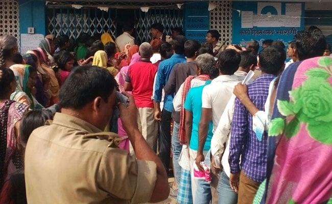 2 Hurt As Drunk Driver Rams Into ATM Queue In Solapur