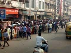 रविवार को भी रही दिल्ली में बैंको में भारी भीड़, लोग परेशान