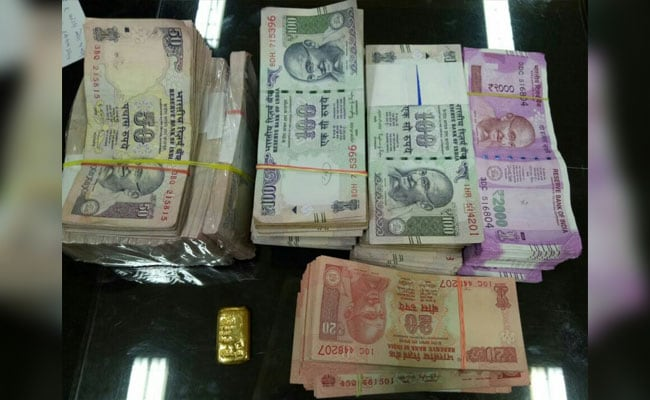 Trio On Way To Allegedly Give Rs 75 Lakh To Naxals Arrested, Cash Seized