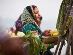 बिहार : आकर्षण का केन्द्र बनी, विदेशी महिलाओं की छठ पूजा