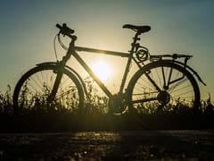 Coronavirus Lockdown: साइकिल से 2100 किमी दूर पिता से मिलने जा रहे व्यक्ति की सीआरपीएफ ने की मदद