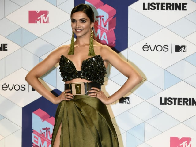 Deepika Padukone's Fierce MTV EMAs Look Stops Red Carpet Traffic