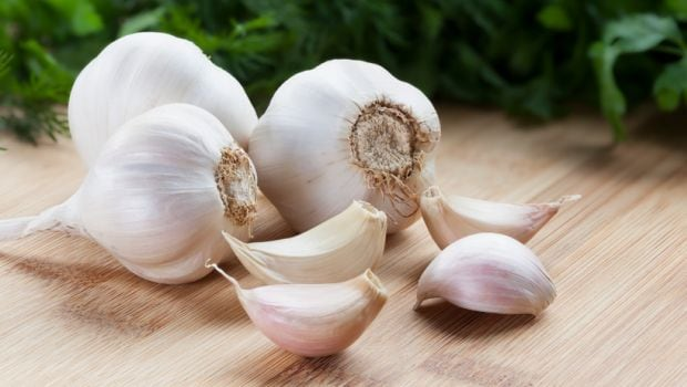 Lung cancer risk cut by eating raw garlic- healthasfitness
