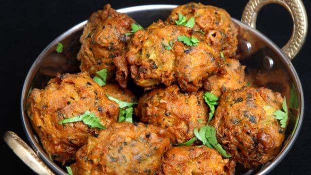 10 best indian winter vegetable recipes ndtv food cauliflower florets blanched and stuffed with a cheese and khoya filling coated in a thick besan batter and deep fried till golden forumfinder Images